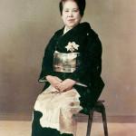 永車梅野は美容業界発展に尽くした功績により紫授褒章を授与されました。(昭和49年)