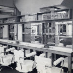 昭和30年-整理整頓された店内の様子