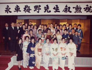 昭和49年-身内での記念撮影。右端の男の子が現社長