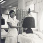 昭和30年頃-美容室2階での施術